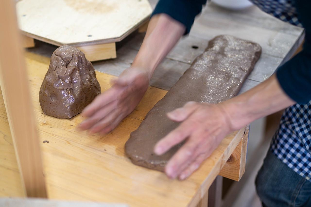 出来上がった粘土を板状に成形