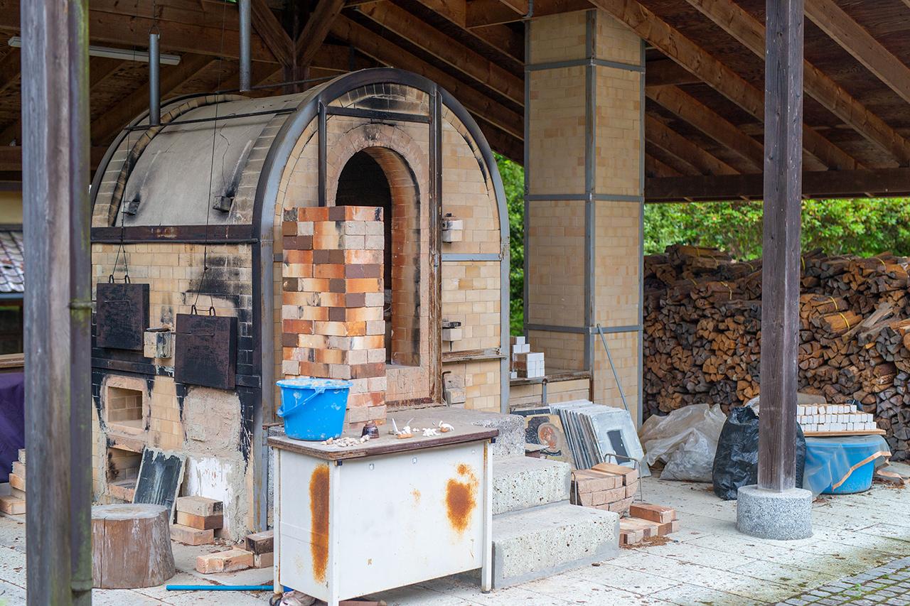 益子町内の窯を使って焼き上げ